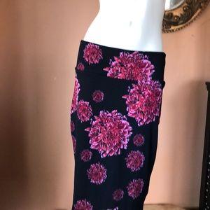 Lularoe nwot navy blue with pink floral skirt lg